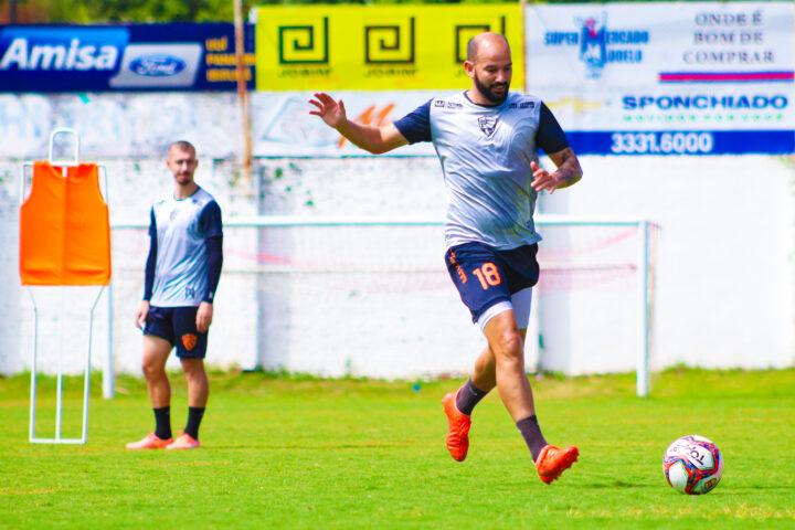 Rubro trabalha em ritmo acelerado para os próximos dois jogos no Gauchão